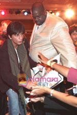 Shahrukh Khan thanking his fans in Atlantic City, New Jersey. Courtesy- INDIA ANI (5).jpg