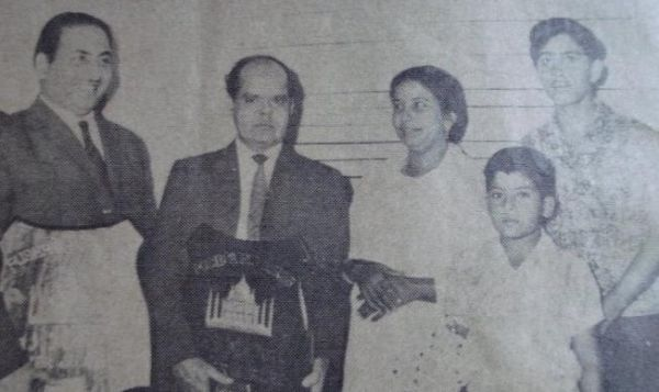 Mohd Rafi with Roshan and his family