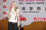 Avril Lavigne in a photo session during a press conference in Shanghai-10.jpg