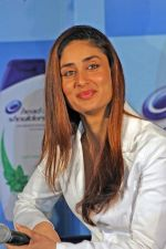 Kareena Kappor at the launch of new range of Head and Shoulder shampoo (3).jpg