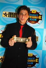 Shahrukh Khan at Sabsey Favourite Kaun Awards 2008 (1).jpg