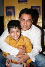 Darsheel Safary, Aamir Khan at the screening of Taare Zameen Par for Kids (2).jpg
