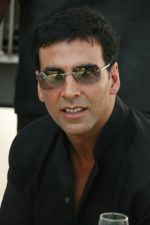 Akshay Kumar at HDIL Indian Oaks Racing (1).jpg