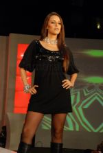 Neha Dhupia sizzle at  Coutons Fashion Show on 29th Jan 2008 (22).jpg