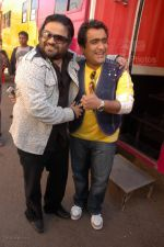 Pritam Chakraborty, Kunal Ganjawala at Race music launch on the sets of Amul Star Voice Chotte Ustaad in Film City on Feb 4th 2008 (51).jpg