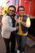 Pritam Chakraborty, Kunal Ganjawala at Race music launch on the sets of Amul Star Voice Chotte Ustaad in Film City on Feb 4th 2008 (72).jpg