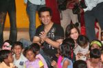 Aamir Ali and Sanjeeda spend their valentine with orphan kids of Muskan orphanage on Feb 13th 2008 (11).jpg