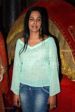 Sunita Menon at Neeta Lulla_s store with the team of Jodhaa Akbar in Khar on March 1st 2008(32).jpg