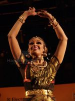 Shobana at Yami women achiver_s awards and concert in Shanmukhandand Hall on March 7th 2008 (13).jpg