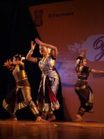 Shobana at Yami women achiver_s awards and concert in Shanmukhandand Hall on March 7th 2008 (16).jpg