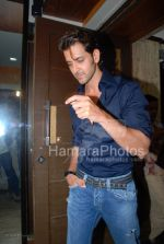 Hrithik Roshan at the launch of WATSON FITNESS in Khar Danda on March 13th 2008(4).jpg
