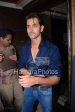 Hrithik Roshan at the launch of WATSON FITNESS in Khar Danda on March 13th 2008(5).jpg