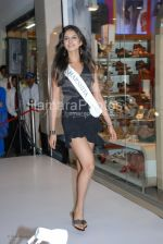 Femina Miss India contestants promote Liberty footwear in Inorbit Mall on March 27th 2008(17).jpg