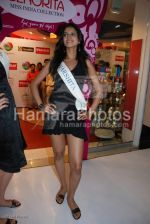 Femina Miss India contestants promote Liberty footwear in Inorbit Mall on March 27th 2008(19).jpg