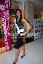 Femina Miss India contestants promote Liberty footwear in Inorbit Mall on March 27th 2008(21).jpg