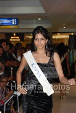 Femina Miss India contestants promote Liberty footwear in Inorbit Mall on March 27th 2008(29).jpg