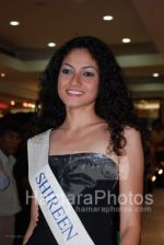 Femina Miss India contestants promote Liberty footwear in Inorbit Mall on March 27th 2008(31).jpg