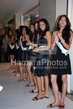 Femina Miss India contestants promote Liberty footwear in Inorbit Mall on March 27th 2008(37).jpg