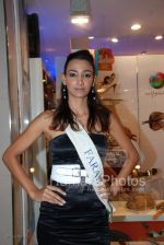 Femina Miss India contestants promote Liberty footwear in Inorbit Mall on March 27th 2008(6).jpg