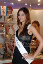 Femina Miss India contestants promote Liberty footwear in Inorbit Mall on March 27th 2008(9).jpg