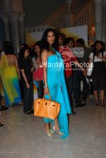 Padma Lakshmi at Manish Malhotra Show in LIFW on 29th 2008(4).jpg