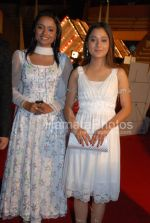 Parul Chauhan and Sarah Khan at Sansui TV Awards on 29th 2008(2).jpg