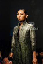 Model walks on the Ramp for Nachiket Barve in Lakme India Fashion Week on March 31th 2008(24).jpg