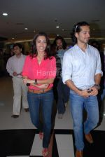 Sheetal Menon, Dino Morea at Bharam star cast in Fame, Malad on April 3rd 2008(5).jpg