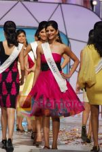 at Femina Miss India Finals in Andheri Sports Complex on April 5th 2008(46).jpg
