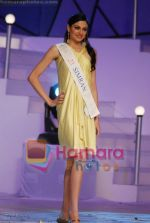 at Femina Miss India Finals in Andheri Sports Complex on April 5th 2008(60).jpg