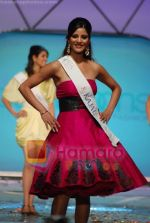 at Femina Miss India Finals in Andheri Sports Complex on April 5th 2008(66).jpg