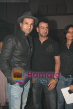 Rohit Roy,Ronit Roy at Sansui Awards success bash in The Club on April 7th 2008 (52).jpg
