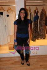 Sujata Assomull at Designer Asmita Marwa_s Lakme Fashion Week preview in Aza, Kemps Corner on March 20th 2008 (2).jpg