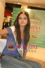 Femina Miss India finalists visit Pantaloon store in  Megamall on April 8th 2008 (10).jpg