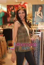 Femina Miss India finalists visit Pantaloon store in  Megamall on April 8th 2008 (25).jpg