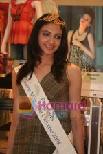 Femina Miss India finalists visit Pantaloon store in  Megamall on April 8th 2008 (26).jpg