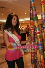 Femina Miss India finalists visit Pantaloon store in  Megamall on April 8th 2008 (27).jpg