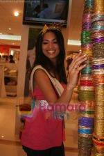 Femina Miss India finalists visit Pantaloon store in  Megamall on April 8th 2008 (28).jpg