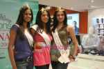 Femina Miss India finalists visit Pantaloon store in  Megamall on April 8th 2008 (34).jpg