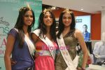 Femina Miss India finalists visit Pantaloon store in  Megamall on April 8th 2008 (35).jpg