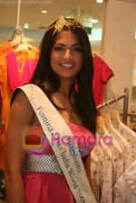 Femina Miss India finalists visit Pantaloon store in  Megamall on April 8th 2008 (5).jpg
