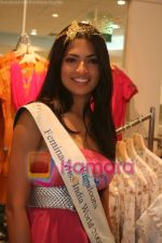 Femina Miss India finalists visit Pantaloon store in  Megamall on April 8th 2008 (6).jpg