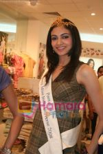 Femina Miss India finalists visit Pantaloon store in  Megamall on April 8th 2008 (8).jpg