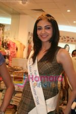 Femina Miss India finalists visit Pantaloon store in  Megamall on April 8th 2008 (9).jpg