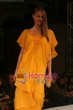 Model walks on the ramp for Neeta Lullas fashion show presented by Gitanjali in ITC Parel on April 12th 2008 (29).jpg