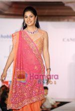 Bhavana Jasra walks on the ramp for Hobby Ideas Shaina NC show in Leela Hotel on April 13th 2008 (2).jpg