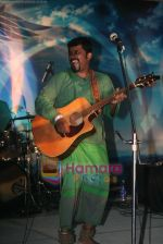 Raghu Dixit at the launch of Myspace.com in Taj Land_s End on  April 17th 2008 (25).JPG