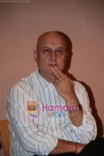 Anupam Kher at the Press Meet with the cast and crew of _Mr. Bhatti On Chutti_ in Aupam Kher_s institute, Santacruz on April 25th 2008 (2).JPG