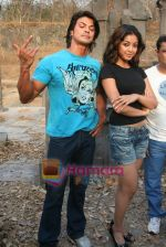 Sahil Khan and Tanushree Dutta on the sets of Movie Rama - The Saviour in Filmcity Studio, Goregaon, Mumbai on April 25th 2008 (2).jpg