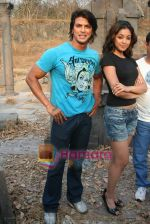 Sahil Khan and Tanushree Dutta on the sets of Movie Rama - The Saviour in Filmcity Studio, Goregaon, Mumbai on April 25th 2008 (4).jpg